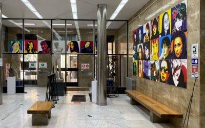 La entrada a la Escuela de Arte de la Palma se llena de ilustraciones de alumnos del Ciclo de Artes Aplicadas al Muro