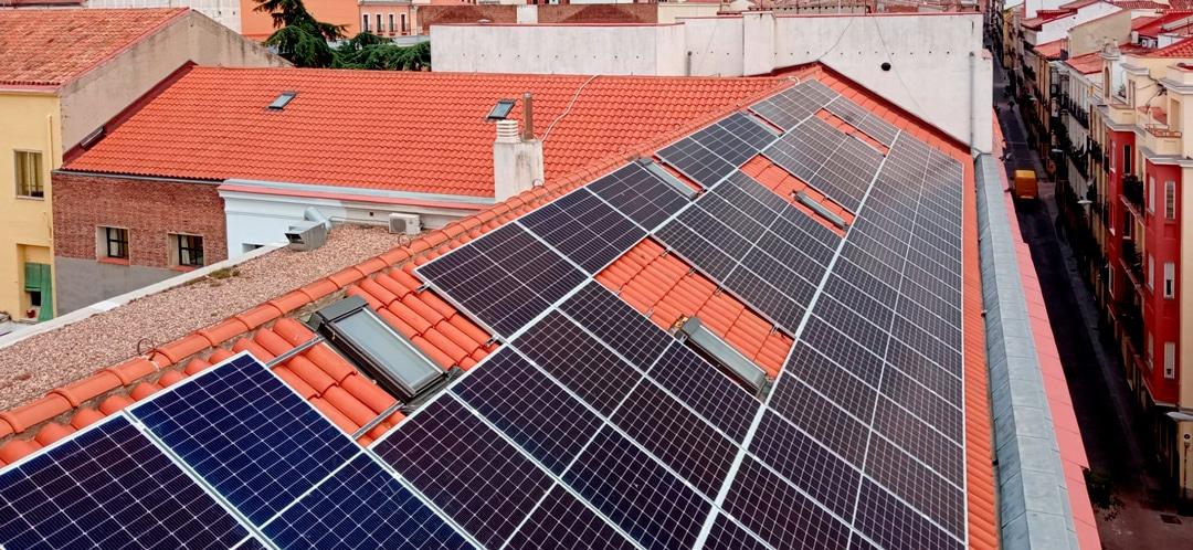 La Escuela de Arte La Palma se une al autoconsumo de energía con una instalación fotovoltaica en su cubierta